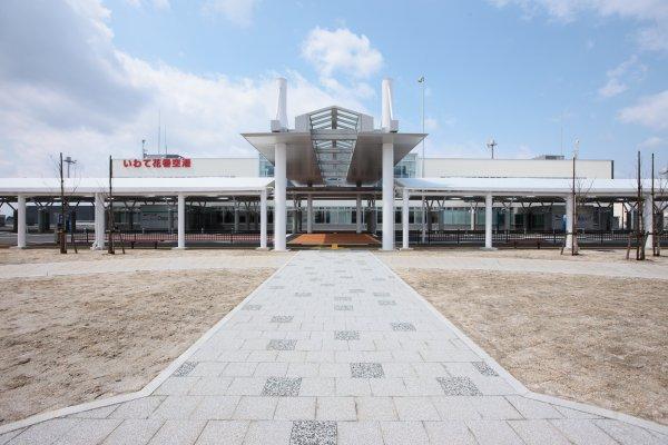 空港 花巻 滑走路改良工事進む 県が作業現場公開